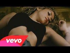 ♪ Shakira feat. Alejandro Sanz ~ La Tortura ♪ ♪(Alejandro Sanz) Yo sé que no he sido un santo Pero lo puedo arreglar amor (Shakira) No sólo de pan vive el hombre Y no de excusas vivo yo. (Alejandro Sanz) Sólo de errores se aprende Y hoy sé que es tuyo mi corazón (Shakira) Mejor te guardas todo eso A otro perro con ese hueso y nos decimos adiós♪