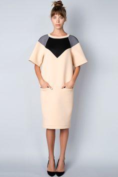 x Бежевое платье с черными и сетчатыми вставками Dolcedonna