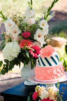 These colors! Styled Wedding by Jill Lauren Photography   Two Bright Lights :: Blog Coral Navy Weddings, Coral Wedding Cakes, Coral Cake, Coral Wedding Themes, Mary Poppins, Cupcakes, Cupcake Cakes, Outdoor Tent Wedding, Our Wedding