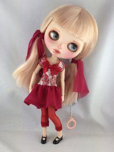 https://www.etsy.com/fr/listing/228128818/ooak-art-poupee-takara-blythe-custom?ref=fp_item