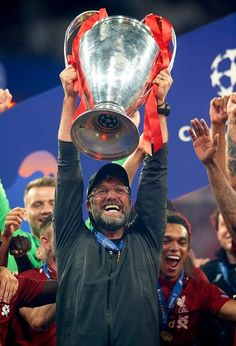 Jurgen Klopp Manager of Liverpool celebrates with the Champions. Liverpool Fc, Liverpool Legends, Liverpool Football Club, Liverpool Tattoo, Champions League Trophy, Liverpool Champions League, Premier League Champions, Uefa Champions, America's Cup