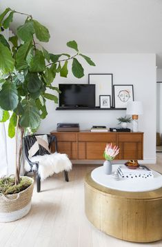 Small apartments have their upsides – lower rent, usually a deeper proximity to bustling downtown places, and a specific irreplaceable comfortable charm. That is, if you know how decorate. Small Space Living, Small Spaces, Small Apartments, Living Spaces, Living Rooms, Glam Living Room, Living Room Decor, Residential Interior Design, Home Interior Design