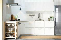 L字型のホワイトのキッチン