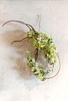 東京府中にあるドライフラワー教室。皆さんと一緒にドライフラワーアレンジを楽しみましょう。生徒さんのレベルに合わせたコースをご用意してお待ちしています。1日体験ドライフラワー教室も好評です。 Beautiful Flower Arrangements, Love Flowers, Diy Flowers, Floral Arrangements, Beautiful Flowers, Wedding Flowers, Ikebana Sogetsu, Flora Design, Arte Floral