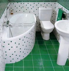 Дизайн ванной комнаты в хрущевке — настоящая головоломка для любого, кто пытается сделать это крошечное помещение удобным и функциональным. Ванну, раковину, зеркало, мебель (шкафчик или полочку) надо как-то разместить на площади в четыре квадратных метра — а то и два, если в результате предварительной перепланировки совмещенный санузел хрущевки был разделен на ванную и туалет. ...
