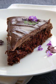 Muerte por chocolate, creo que las palabras sobran, aquí vamos a ponernos serios, creo que el chocolate le gusta a la mayoría de la gente, así que esta tarta es muy especial, una bomba de chocolate super suave y esponjosa que se deshace en la boca, sin empalagar e ideal para una ocasión especial, un...Leer más »