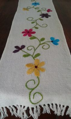 camino de mesa bordado a mano cm Hand Embroidery Videos, Embroidery Flowers Pattern, Embroidery Works, Hand Embroidery Stitches, Crewel Embroidery, Applique Patterns, Ribbon Embroidery, Skirt Patterns, Coat Patterns