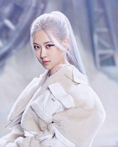 Yg Entertainment, Lisa Park, Snow Outfit, Blackpink Memes, Kim Jisoo, Blackpink Photos, Blackpink Fashion, Park Chaeyoung, Jennie Blackpink