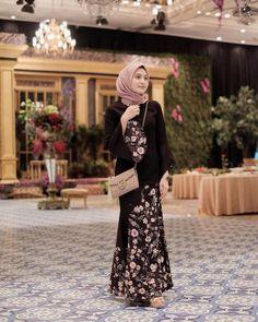 Model Dress Batik, Batik Dress, Hijab Dress Party, Hijab Style Dress, Hijabi Gowns, Gaun Dress, Kebaya Modern Dress, Muslim Dress, Kebaya Muslim