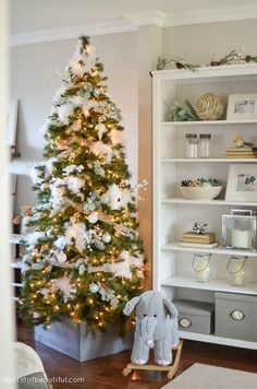 Follow these tips to create a beautifully decorated Christmas tree year after year.