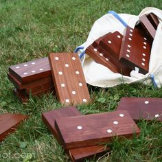 These DIY yard games are cheap and easy entertainment for all your kids! Make yard yahtzee, a DIY twister mat or DIY giant yard dominoes. Fun Outdoor Games, Backyard Games, Lawn Games, Outdoor Twister, Outdoor Activities, Backyard Bbq, Bbq Games, Garden Games, Outdoor Play