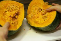 ネットで見つけたかぼちゃの切り方を試してみたら、丸ごとから煮物サイズまで簡単に切れた!