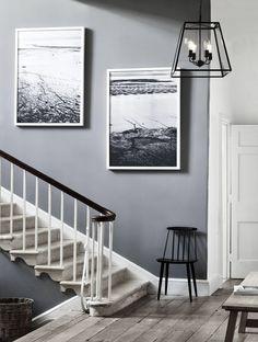 Grey hallway design ideas: 21 inspiring ways to decorate your hall Graue Flur-Design-Ideen: 20 inspi Hallway Colour Schemes, Hallway Paint Colors, Paint Colours For Hallway, Hallway Flooring, Hallway Walls, Gray Hallway, Grey Carpet Hallway, Hallway Ideas Entrance Narrow, Modern Hallway