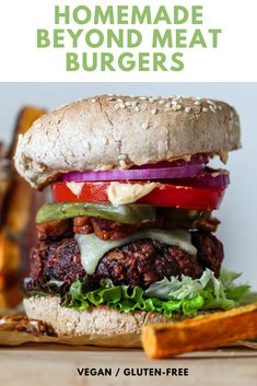 These homemade Beyond Meat Burgers are version Meet my new and improved homemade beefy beefless veggie burgers. Packed with protein, umami, and meaty texture, no one will miss the meat--and these ones are made with whole food, healthy vegan ingredients! Burger Recipes, Copycat Recipes, Meat Recipes, Whole Food Recipes, Vegan Sandwich Recipes, Dinner Recipes, Dessert Recipes, Vegan Sandwiches, Easy Desserts