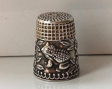 Vintage Sterling Silver Floral & Raised Frog Thimble