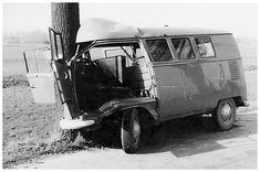 Volkswagen – One Stop Classic Car News & Tips Volkswagen T1, Combi Split, T6 California, Kdf Wagen, Combi Vw, Best Classic Cars, Vw Cars, Abandoned Cars, Classic Trucks