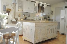 "love this ""chippy"" island in the kitchen!"