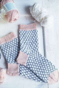 Knitting Patterns Socks This tutorial includes a layer-by-layer instruction that everyone dares to try on socks . Knitting Charts, Knitting Socks, Hand Knitting, Crochet Clothes, Diy Clothes, Knitting Patterns, Crochet Patterns, Wool Socks, Knitting Projects