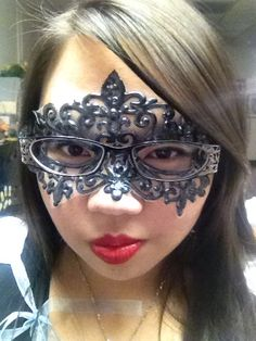 The tulle and puffy paint masquerade mask diy was fun and works well with my glasses.... I can see and be mysterious at the same time !!!