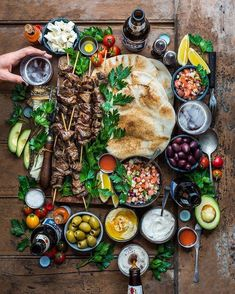Long Weekend Action = Souvlaki Kebab Love for the crew t… Happy Monday y'all! Long Weekend Action = Souvlaki Kebab Love for the crew this eve. Recipe in my cookbook (link. Party Food Platters, Clean Eating, Healthy Eating, Healthy Cooking, Good Food, Yummy Food, Tasty, Yummy Snacks, Cooking Recipes