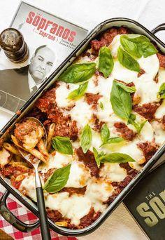 Jeroen Meus maakt ziti al forno met meatballs en mozzarella