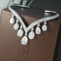 Prima Gems gorgeous pear-shaped diamonds bangle is unique and delicate. #finejewelry #thailand #siamparagon #primagemsofficial