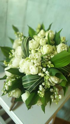 Fresh white and green bridal bouquet Green Flowers, Pretty Flowers, White Flowers, Photo Bouquet, White Flower Arrangements, How To Wrap Flowers, Special Flowers, Deco Floral, Bridal Flowers