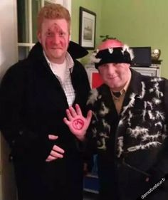 The Wet Bandits from Home Alone - Creative Halloween Costume Idea! Maybe next year Turner halloween creative Fröhliches Halloween, Halloween Costume Contest, Creative Halloween Costumes, Couple Halloween, Holidays Halloween, Cool Costumes, Costume Ideas, Halloween Makeup, Nerd Costumes