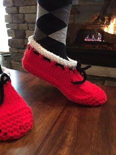 Kriskrafter: Santa's Hearthside Slippers for Women Bind Off Knitting, Lace Knitting, Knitting Socks, Knitting Patterns Free, Crochet Patterns, Knit Socks, Crochet Hooks, Crochet Baby, Knit Crochet