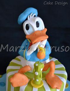 Donald duck fondant figure by felicia Mickey Mouse Cake, Minnie Mouse Cake, Mickey Mouse And Friends, Fancy Cakes, Cute Cakes, Donald Duck Cake, Theme Mickey, Mickey Birthday, Friends Cake