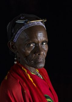 Gabbra Tribe Woman, Chalbi Desert, Kalacha, Kenya   da Eric Lafforgue