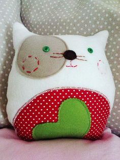 Modern DIY cat plush / throw pillow! Do a star instead if the heart though! Inspiration: http://de.dawanda.com/product/30860133-Sofamieze:
