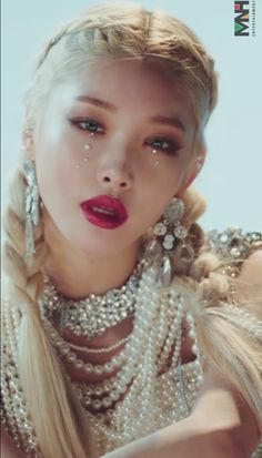 Kpop Girl Groups, Kpop Girls, Kim Chungha, Aesthetic Makeup, Korean Beauty, Makeup Inspo, Poses, Pretty Face, Queen