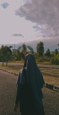 Hijabi Girl, Girl Hijab, Muslim Pictures, Hijab Cartoon, Islamic Girl, Casual Hijab Outfit, Muslim Hijab, Insta Photo Ideas, Beautiful Hijab