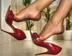 https://srxa.files.wordpress.com/2011/05/high-heels-22.jpg