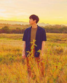 Beautiful sunset 🌞🍂🍂 parkchanyeol ssfw smtown sunsetboy likeforlikes likeforlike likeforlife like smstation mylove myidol pcy Exo Chanyeol, Kyungsoo, Baekhyun Fanart, Kpop Exo, Exo Chanbaek, Kim Minseok, K Pop, Rapper, Exo Album