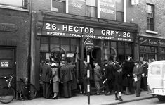 Hector Grey's was a well known Dublin toy shop. Memories of childhood. Dublin Street, Dublin City, County Cork Ireland, Dublin Ireland, Old Pictures, Old Photos, Irish Independence, Grafton Street, Images Of Ireland