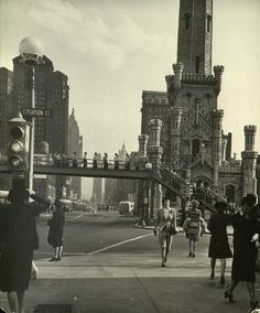 Looking south on Michigan Ave from Pearson, 1944, Chicago. And yes, asreferenced in photoshere before, that is a pedestrian bridge crossin...