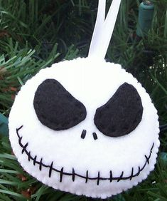 Nightmare before Christmas felt ornament, I could make this. It's construction should be exceedingly simple, I think.