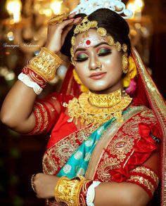 The Big Red One, Bengali Culture, Bridal Chuda, Bengali Bridal Makeup, Head Jewelry, Durga Puja, Bride Portrait, Bindi, Married Woman