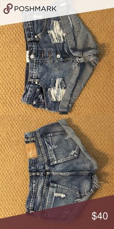 One teaspoon bandits Only worn and washed once, are in great shape just too big:( One Teaspoon Shorts Jean Shorts