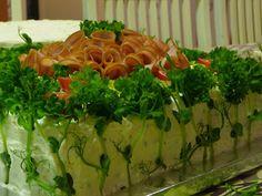 Tästä tulee piiiiitkä blogipäivitys... Voilepäkakkuja, siis. Kinkkukakku ja lohikakku, molemmat 50 (-60) hengelle. Reseptit, valmistusohje...