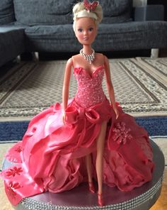 Hi, This is my second Barbie cake that I made. I hope you like it. Please send me your opinions. Bolo Barbie, Barbie Cake, Barbie Dolls, Barbie Birthday, Birthday Cake Girls, Birthday Dresses, Birthday Bash, Cake Sizes And Servings, Barbie Princess
