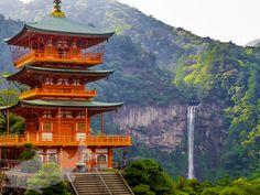 熊野古道を歩いて神域に至る過程を味わえる熊野那智大社