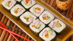 Wallpaper Free, Food Wallpaper, Sushi Kunst, Food Png, Date Recipes, Making The First Move, Japanese Sushi, Fast Food, Casino Cakes