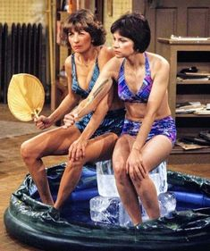 Laverne & Shirley, Suzanne Somers, 70s Tv Shows, Two Ladies, Star Show, Hindsight, Vintage Tv, Old Tv, Classic Tv