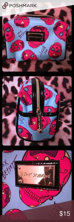 Betsey Johnson makeup bag Can be used for makeup or accessories used once, in excellent condition, super cute!! Betsey Johnson Bags Cosmetic Bags & Cases