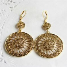 Court Genre Hollow-out Design Vintage Flower Pattern Round Pendant Earrings