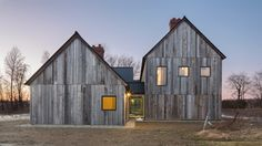Modern barn style home in Ontario, Canada. Architects: Lee and Macgillivray Architecture Studio (LAMAS) Architecture Durable, Modern Architecture House, Architecture Design, Architecture Panel, Drawing Architecture, Architecture Portfolio, Montreal Architecture, Farmhouse Architecture, Style At Home