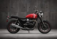 Meet the all-new Bonneville Street Twin, a bike aimed at appealing to the widest possible selection of riders ranging from those who are new to big machines, to those who want something to customise